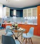 Кухня в морском стиле с оранжевыми шкафами