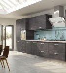 Кухонный гарнитур тёмно-серого цвета