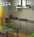 Сочетание серого и зелёного в обстановке кухни