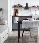 Текстиль серого цвета в кухне-столовой