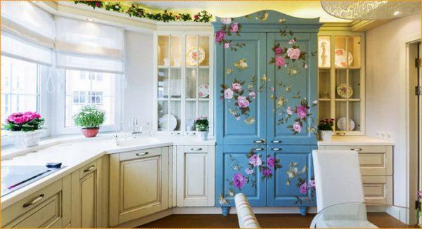 Кухонная мебель с элементами декупажа