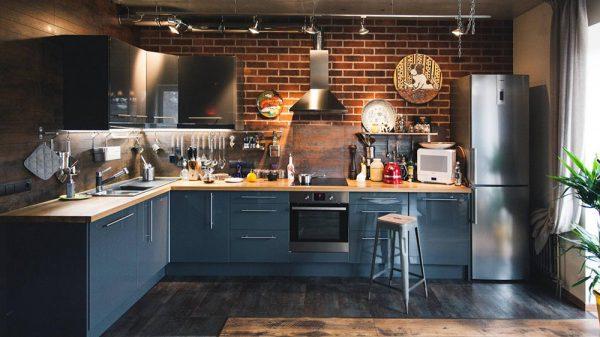Кухонный гарнитур тёмного цвета для интерьера в стиле лофт