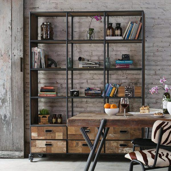 Лаконичный стеллаж для квартиры или дома в стиле лофт