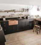Большая кухня-гостиная с деталями в стиле лофт