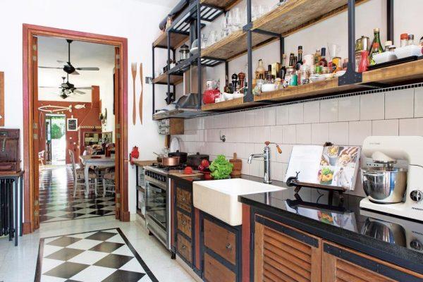 Полки на кухне в частном доме