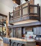 Оригинальное оформление кухни лофт в большом доме