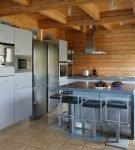 Небольшая кухня в частном доме