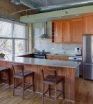 Небольшая светлая кухня с элементами стиля лофт