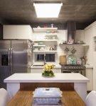 Практичная кухня в стиле лофт в небольшом доме
