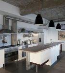 Большая кухня в индустриальном стиле
