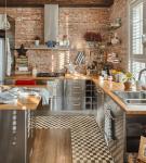 Узкая и маленькая кухня с элементами лофт