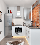 Бело-серый интерьер лофт на маленькой кухне