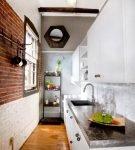 Обстановка лофт на узкой кухне
