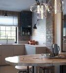 Светлая кухня с обстановкой в индустриальном стиле