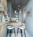 Узкая и светлая кухня лофт с практичной мебелью