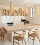 Лаконичная деревянная мебель на кухне в стиле эко