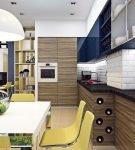 Мебель контрастной расцветки на кухне эко
