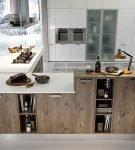 Серая кухня с элементами стиля эко