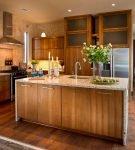 Деревянное напольное покрытие на кухне эко