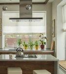 Светлые шторы на кухне в минималистичном эко стиле