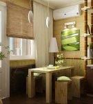 Бамбуковые шторы и растение на кухне в стиле эко