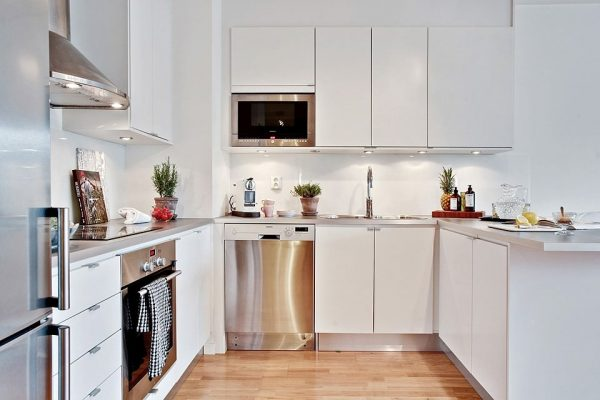 Современная кухня белого цвета