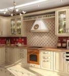 Светлая мебель и яркий фартук на кухне в стиле классик