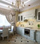 Изящные шторы в классическом интерьере кухни
