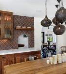 Необычные люстры на кухне в стиле этно