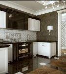 Двухцветная мебель в стиле ар-деко для кухни