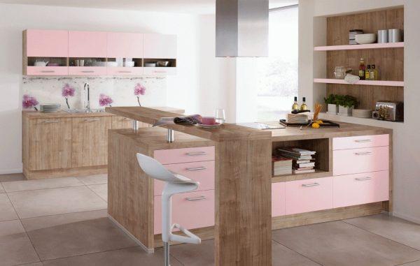 Розово-бежевая кухня
