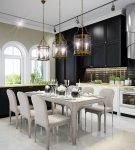 Просторная кухня с обстановкой в стиле эклектика