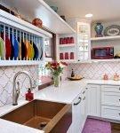 Яркие детали на кухне в стиле эклектика