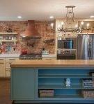 Массивная мебель на кухне в стиле эклектика