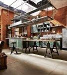 Кухня с кирпичными стенами в стиле лофт