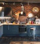 Синий гарнитур в стиле лофт на кухне