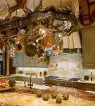 Большая кухня в стиле рококо