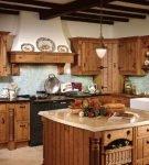 Деревянная мебель в стиле кантри на кухне