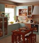 Яркая кухня в стиле кантри