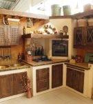 Деревянная состаренная мебель для кухни в стиле кантри