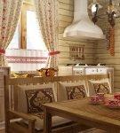 Обеденный стол на кухне в русском стиле