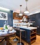 Синий цвет в обстановке кухни в морском стиле