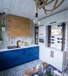 Оригинальный декор потолка на кухне в морском стиле