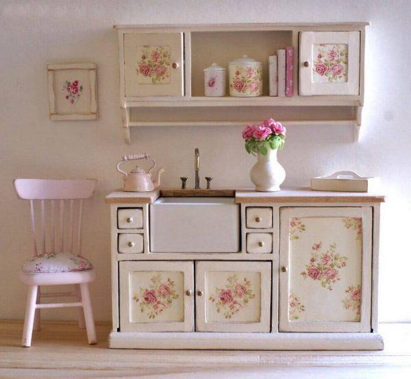 Винтажная мебель для интерьера в стиле шебби-шик