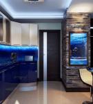 Двухцветный гарнитур в морском стиле на кухне