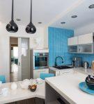 Светлый дизайн в морском стиле для кухни