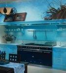 Голубой цвет в морском интерьере кухни