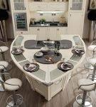 Необычная мебель на кухне с морским дизайном