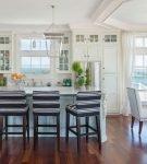 Кухня-столовая с морским дизайном
