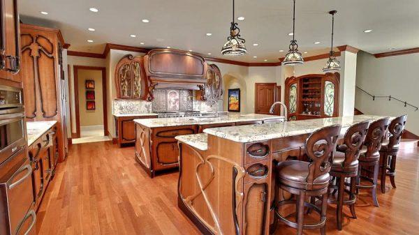Кухня с мебелью необычной формы